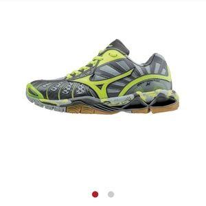 NWT Mizuno Tornado X Volleyball shoes